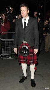 Da bravo scozzese, Ewan McGregor appena puó lo indossa!